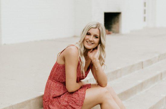 Megan Claire Photography   Phoenix Arizona Wedding and Engagement Photographer. Arizona State University grad photoshoot. Graduation photos at Old Main @meganclairephoto